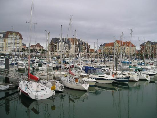Dives-sur-Mer, France: Harbour. Port Guillaume.
