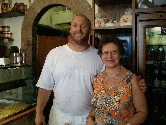 Pizzarium Bonci: Pizzarium avec son sympathique patron