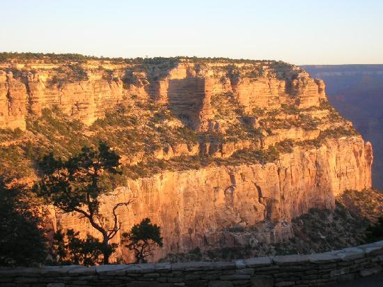 Kachina Lodge: vista sul grand canyon all'alba dalla stanza