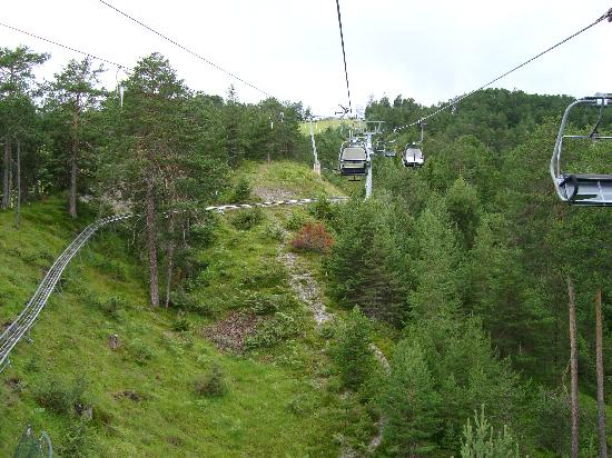 Imst, ออสเตรีย: Chairlift and Alpine track view 1