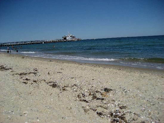 Island Inn: Oak Bluffs beach