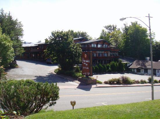 BEST WESTERN Adirondack Inn: Front of hotel