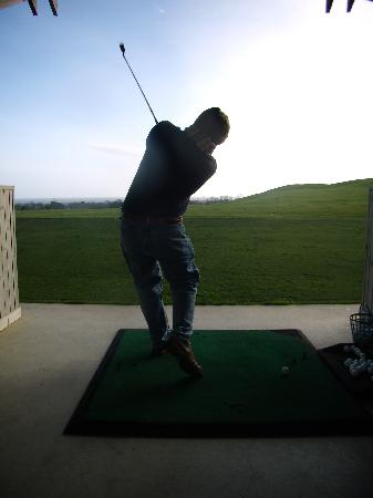 Druids Glen Hotel & Golf Resort: Practising at the driving range at the hotel