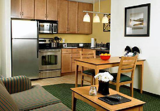 Residence Inn Harrisburg Carlisle: Gorgeous kitchen!