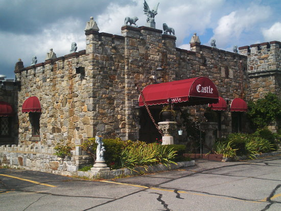Castle Restaurant: Welcome to the Castle!!