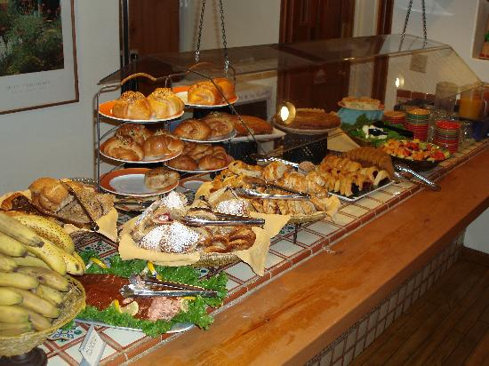 Inn on the Alameda: Breakfast buffet