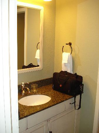 Bridge Street Cottages: Vanity area of bathroom