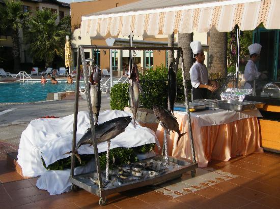 The Sense De Luxe Hotel: Fish Night In Main Restaurant