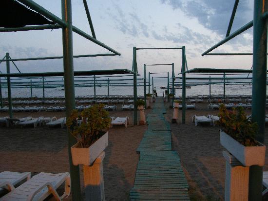 The Sense De Luxe Hotel: Beach Club At Dusk