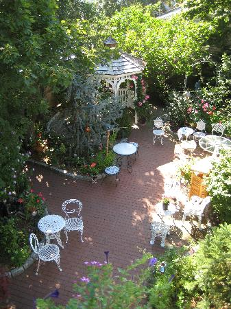 Secret Garden Inn: day view of gardens