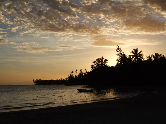 Samoa: Sunset over Coconuts Resort
