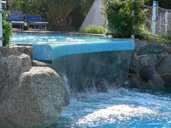 Particolare della cascata all 39 interno della piscina for Piani del padiglione della piscina