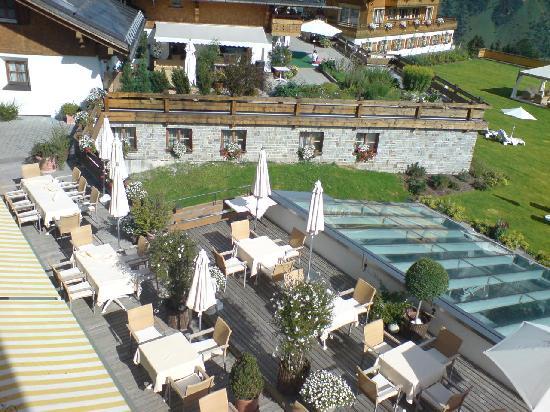 Burg Vital Resort: vista, dalla camera, sulla terrazza dove, nelle giornate calde si può fare la colazione