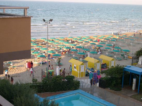 Hotel Prestige: Vista spiaggia dal balcone della camera