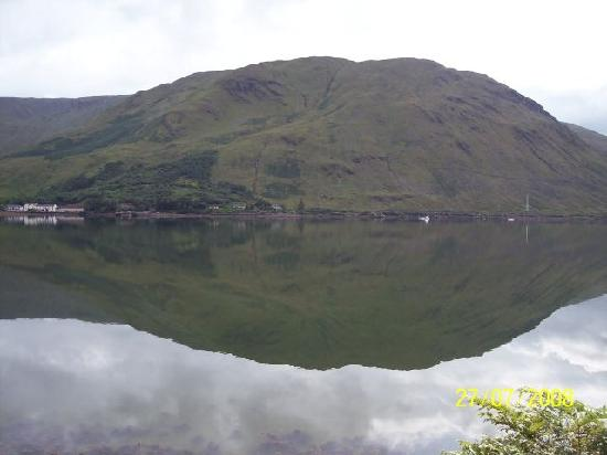 Fairhill House Hotel : Calm reflections in Connamara