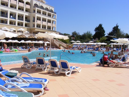 Sol Nessebar Bay: The hotel pool
