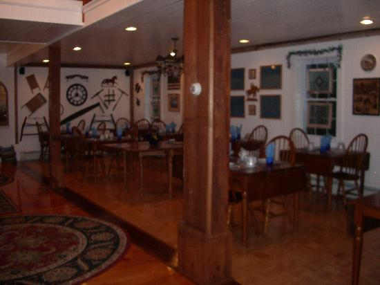 Seekonk, MA: breakfast room