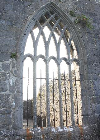 Clew Bay Archaeological Trail : Ireland: co. Mayo - Clew Bay Trail 6: Murrisk Abbey