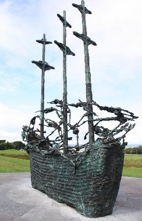 Westport, İrlanda: Ireland: co Mayo - Clew Bay Trail 7: National Famine Monument