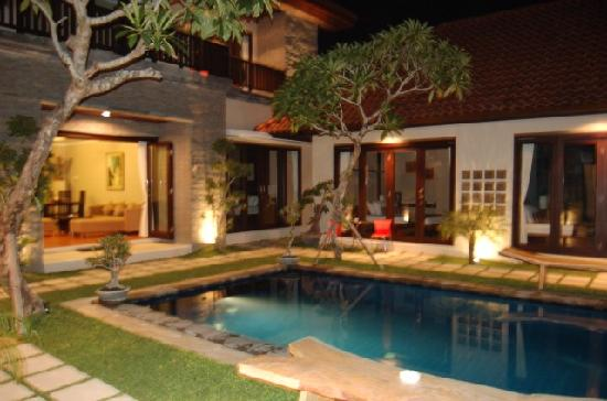 Sindhu Mertha Guest House: The pool