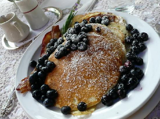 Redwood Croft: Delicious pancakes, better than you'd get in a restaurant!