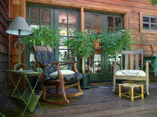 Redwood Croft: Lots of cozy nooks to sit and relax.