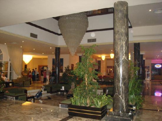 Ramada Liberty Resort Hotel: hall de l'hotel