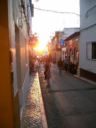 Dunas do Alvor Apartments: street down to harbour
