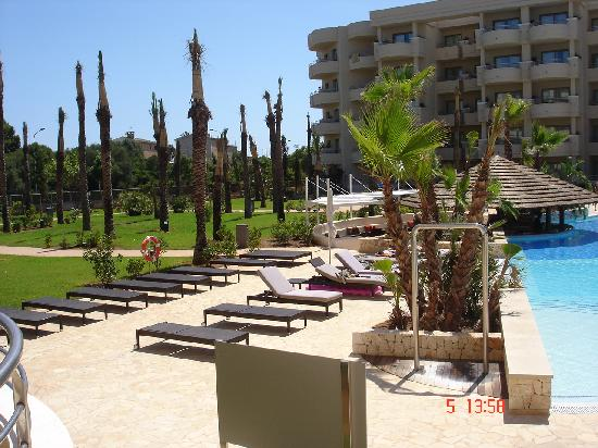 Protur Biomar Gran Hotel & Spa : pool area and 1 hotel building behind