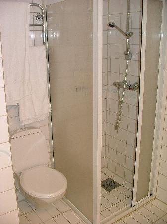 Hotel Brosundet, an Ascend Hotel Collection Member: room 403 tiny shower