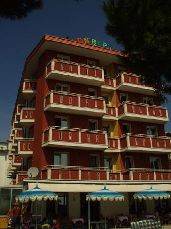 Mon Repos Hotel: Hotel from the front