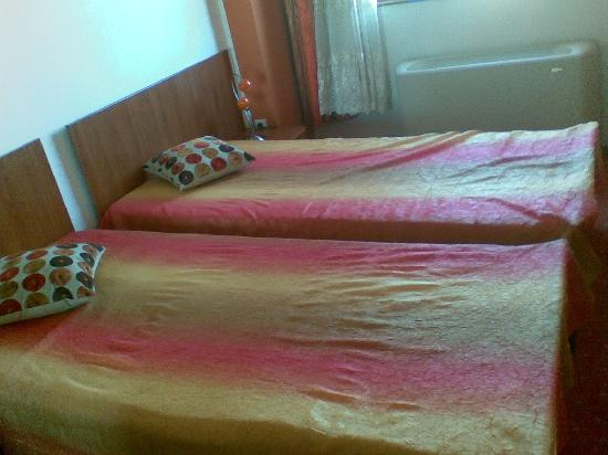 Craiova, Romania: Two simple beds - I've asked a matrimonial bed