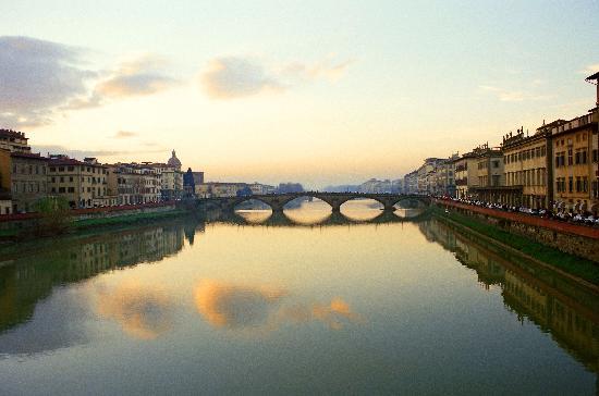 Hotel Davanzati: Florence, Arno at Winter Sunset