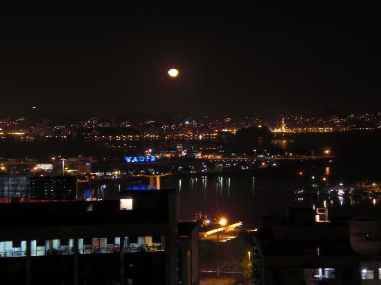 Casa da Carmen e do Fernando: View of Rio from B&B by Night
