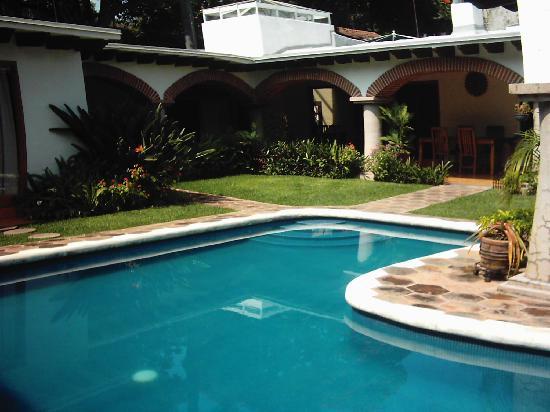 Casa Chocolate Bed and Breakfast: la piscine entourré des chambres