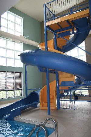 Super 8 Lachenaie/Terrebonne : water slide