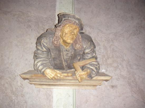 Schlosshotel Rosenau: Mason Statue in Museum