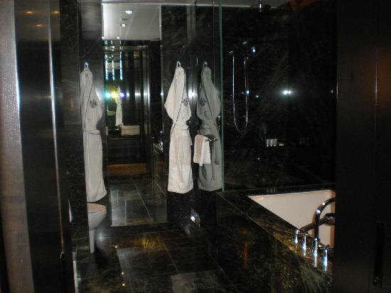 The Hazelton Hotel : Bathroom