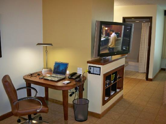 Hyatt Place Tulsa-South/Medical District: room - work desk