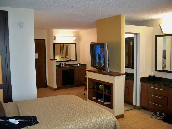 Hyatt Place Tulsa-South/Medical District: room - looking back from bed area