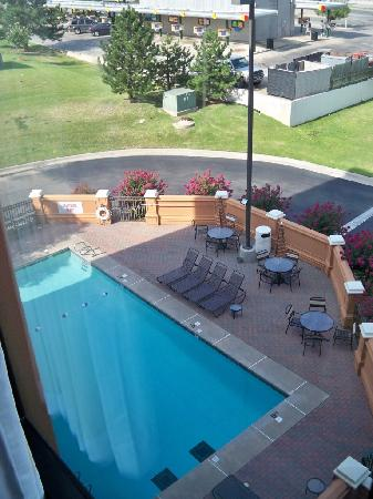 Hyatt Place Tulsa-South/Medical District: view of swimming pool from room