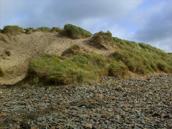 Saunton Sands Beach: view of sand dunes from the beach