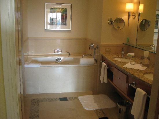The Umstead Hotel and Spa: Bathroom double room