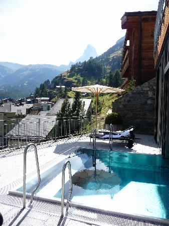 The Omnia: Outdoor part of pool with Matterhorn view