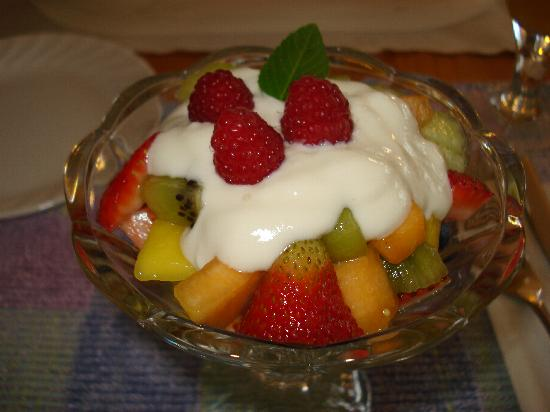 Hidden Falls Bed and Breakfast: Fruit straight from the garden