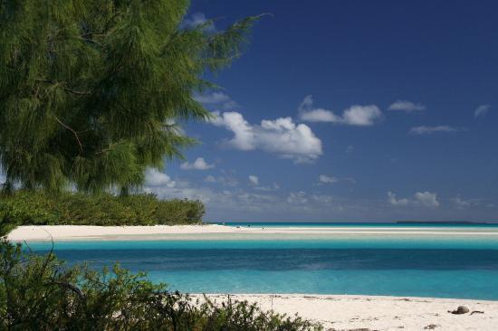 Ouvea, Nova Caledônia: Hotel's beach from Pont de Mouly