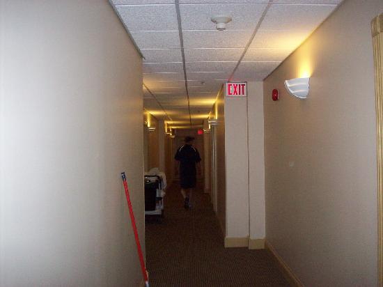 Lunenburg Arms Hotel: Hallway
