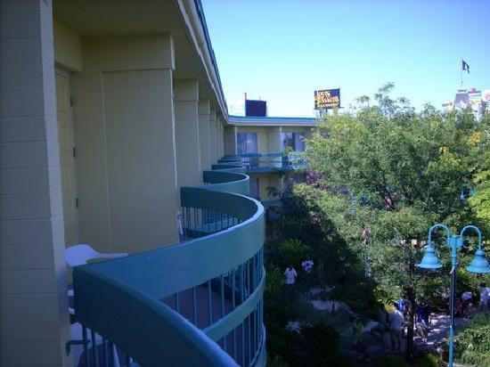 Comfort Inn Clifton Hill - Niagara Falls Hotel: the balconies