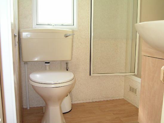 Sant' Angelo Village: il bagno con cabina doccia