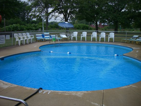 Maples Motel : The pool is the best thing about this place.
